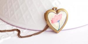 Bridesmaid Gifts: Lockets