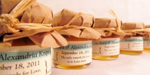10 Wedding Favors Guests Will Actually Want