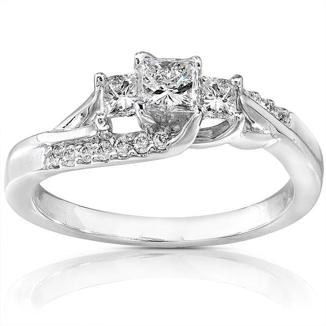 beautiful engagement ring Bitsy Bride