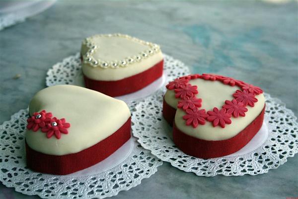 Red Mini Wedding Cakes